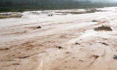 Rescatan-ilesas-a-11-personas-atrapadas-por-crecida-del-rio-Pirai