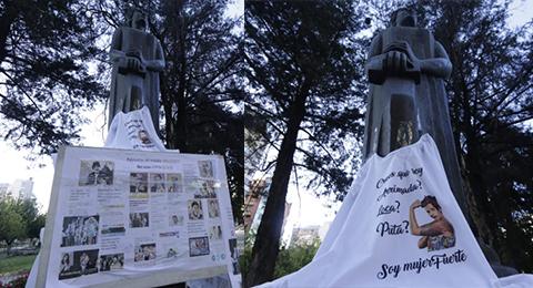 La-estatua-de-Adela-Zamudio-amanecio-llena-de-carteles-en-el-Dia-de-la-Mujer