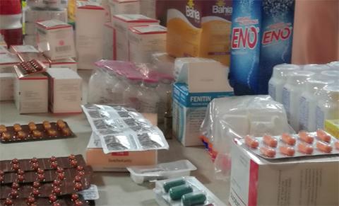 Decomisan-medicamentos-de-contrabando-en-la-feria-Barrio-Lindo