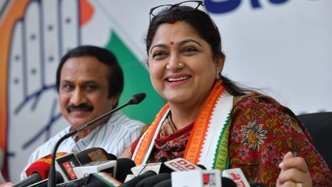 Una-politica-india-se-convierte-en-heroina-tras-dar-un-bofeton-a-un-hombre-que-la-manoseo