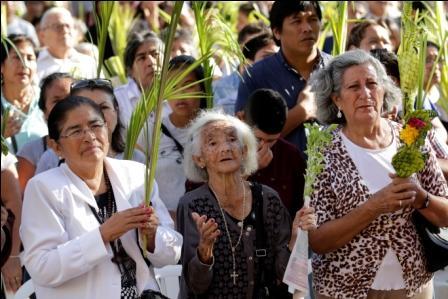 Domingo-de-Ramos-con-bendicion-de-palmas,-cientos-de-fieles-se-dieron-cita-en-la-Catedral