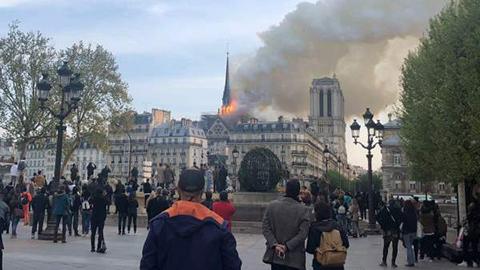 Se-incendia-la-catedral-de-Notre-Dame-de-Paris
