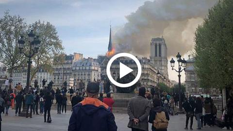 Se-incendia-la-catedral-de-Notre-Dame,-la-mas-famosa-de-Paris