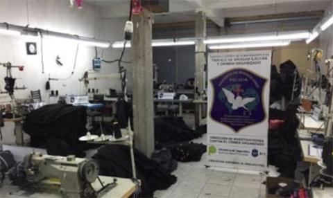 Rescatan-a-18-bolivianos-de-un-taller-en-Argentina