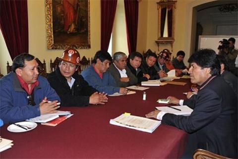 Morales-y-la-COB-se-reuniran-manana-para-definir-el-incremento-salarial