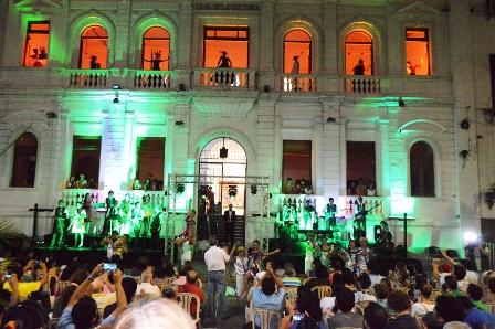 La-Casa-de-la-Cultura-festeja-con-estatuas-vivientes-y-musica-al-vivo