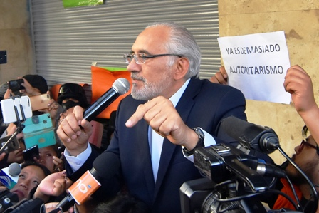 Morales-desafia-a-la-oposicion,-llama--evasor-confeso--a-Carlos-Mesa-y-este-le-responde
