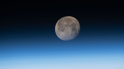 Por-que-la-Luna-se-esta-encogiendo--como-una-pasa-de-uva-