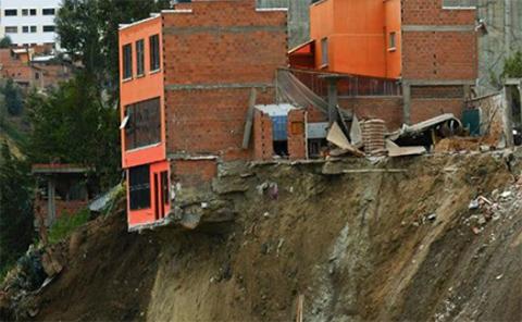 22-viviendas-seran-demolidas-por-deslizamiento-en-La-Paz