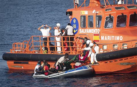 Rescatan-a-163-migrantes-africanos-frente-a-costas-espanolas