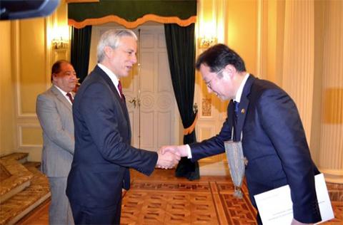 Corea-compromete-$us-10-millones-para-ejecutar-proyectos-en-Bolivia