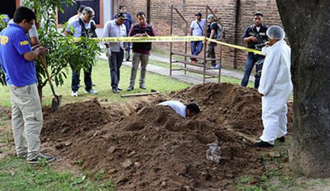 Policias-matan-a-una-mujer-y-la-entierran-en-un-turril