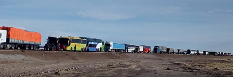 Transportistas-de-Uyuni-bloquean-la-carretera-Oruro-Potosi