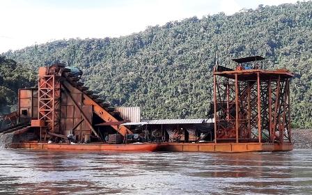 Despiadada-explotacion-de-oro-en-la-amazonia