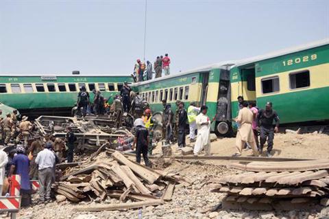 Choque-de-trenes-deja-20-muertos-y-80-heridos-