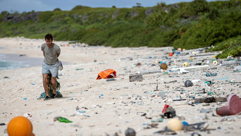 Hallan-18-toneladas-de-residuos-en-una-paradisiaca-isla-del-Pacifico