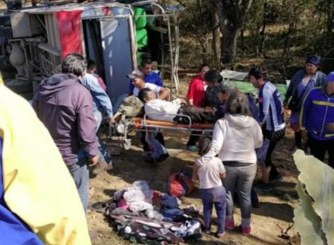 Vuelco-de-bus-deja-24-heridos-en-la-ruta-Santa-Cruz-Villa-Serrano