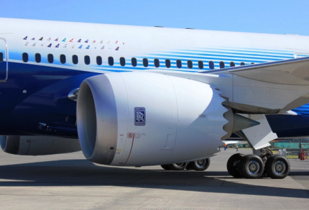 Motor-de-Boeing-se-deshace-en-pleno-vuelo