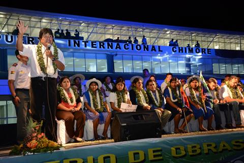 Evo-saluda-a-Amaszonas-por-inaugurar-vuelos-comerciales-a-Chimore