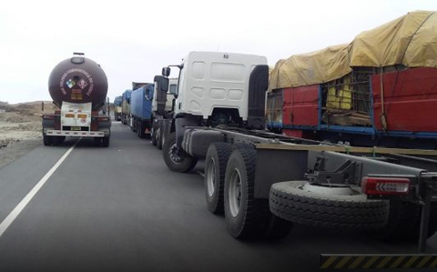 400-camiones-bolivianos-detenidos-por-bloqueo-en-Peru