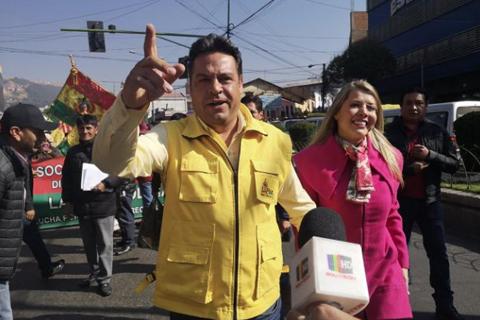 Maricruz-a-Revilla:--Estoy-orgullosa-del-hombre-que-eres-