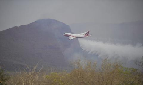Supertanker-realizara-cinco-descargas-en-Puerto-Suarez-para-controlar-incendios