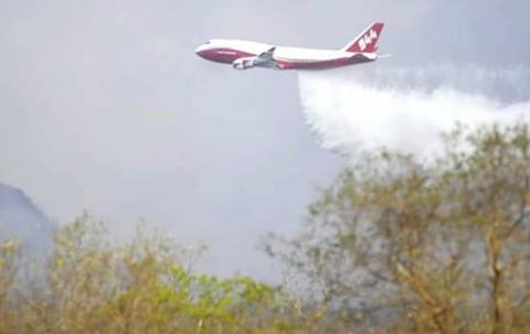 Supertanker-realizo-dos-descargas-en-Concepcion-para-aplacar-incendio