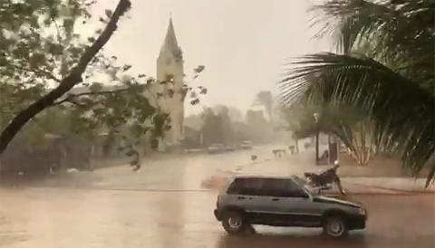 Cae-intensa-lluvia-en-Robore