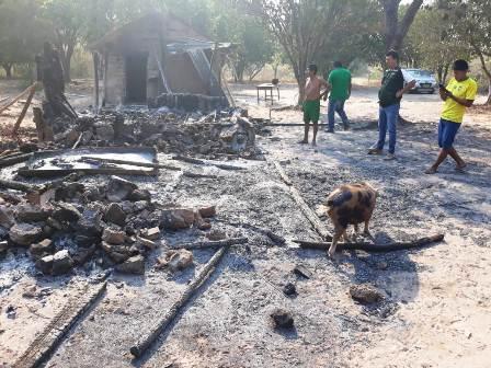 10-casas-devastadas-por-el-fuego-en-San-Matias