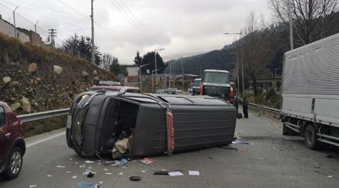 Triple-colision-en-la-autopista-La-Paz-El-Alto-deja-10-heridos