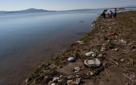 Lago-Titicaca-la-contaminacion-amenaza-