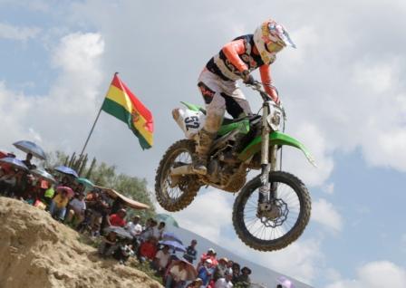 Gamarra-se-corona-en-el-Nacional-de-Motociclismo