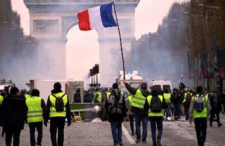 Francia-retrocede,-retira-edad-de-jubilacion-a-los-64