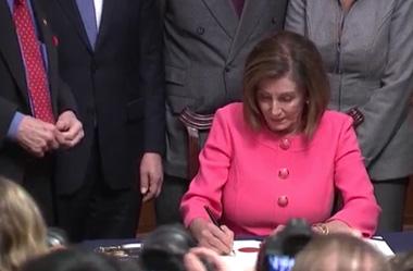 La-Camara-de-Representantes-envia-al-Senado-los-cargos-contra-Trump-y-activa-el-juicio