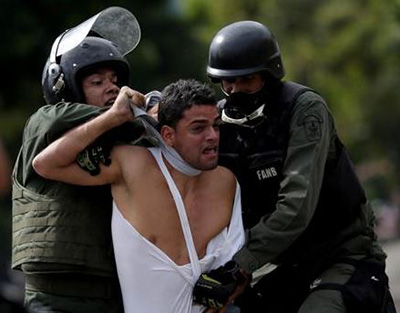 Los-cubanos-introducen-en-Venezuela-sus-metodos-de-tortura-para-hacerlas-mas-crueles