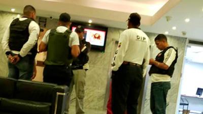 Agentes-toman-el-hotel-donde-se-encuentran-diputados-opositores-a-Maduro