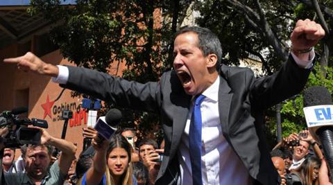 Guaido-y-diputados-opositores-ingresan-por-la-fuerza-al-Parlamento-de-Venezuela
