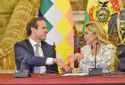 Tuto-deja-el-cargo-de-delegado-presidencial-de-Jeanine-Ánez
