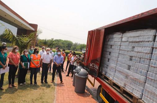 CBN-dona-300-mil-unidades-de-agua-para--contribuir-a-apagar-el-fuego-en-la-Chiquitania