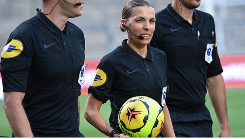 Por-primera-vez-en-la-historia-una-mujer-sera-arbitra-central-en-un-partido-de-la-Liga-Europa-de-la-UEFA