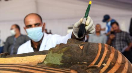 Hallan-59-sarcofagos-intactos-con-momias-de-mas-de-2.600-anos-en-Egipto