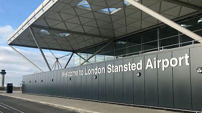 Reino-Unido:-el-gobierno-britanico-planea-testear-a-los-pasajeros-que-lleguen-al-pais-para-reducir-cuarentena