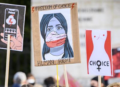Activista-polaca-explica-como-la-ley-del-aborto--esta-convirtiendo-a-las-mujeres-en-ataudes-andantes-