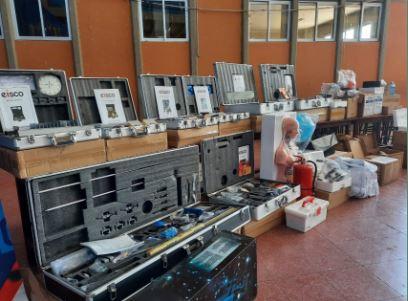 Ministro-de-Educacion-entrega-equipamiento-para-laboratorios-de-33-colegios-en-Tarija
