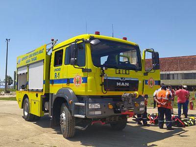 El-Gobierno-entrega-carro-bombero-para-el-aeropuerto-de-Trinidad