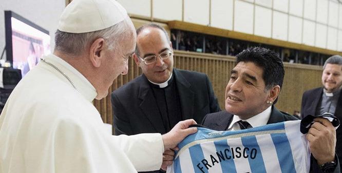 El-mundo-llora-la-partida-de-Maradona-y-lo-destacan-como-el-mas-grande
