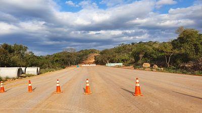 Gobierno-dara-continuidad-a-la-construccion-de-la-carretera-El-Espino-Charagua-Boyuibe