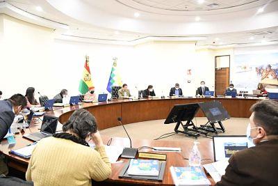 Tras-volver-del-Brasil,-Arce-dirige-reunion-del-gabinete-que-analiza-medidas-para-reactivar-la-economia