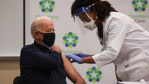 Joe-Biden-recibe-primera-dosis-de-vacuna-contra-COVID-19