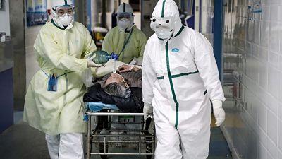En-los-hospitales-britanicos-escasean-las-camas-por-el-gran-aumento-de-casos-de-coronavirus